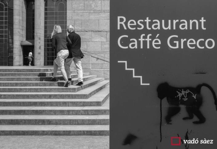Parella anant al Caffé Greco a Munich