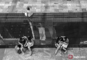 Parelles de joves i dona al Marina Bay Sands de Singapur