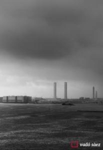 Vista de la Bahia de Yokohama en un dia de pluja