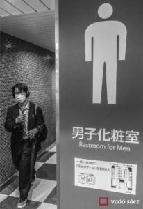 Lavabos d'homes a l'estació de trens de Yokohama